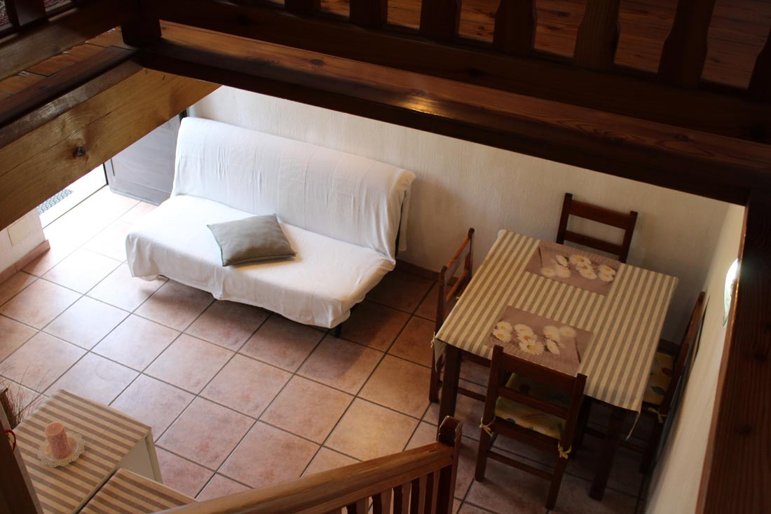 appartamento-con-divano-tv